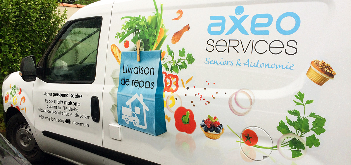 Jane et Bernie - Vehicule AXEO Services Seniors